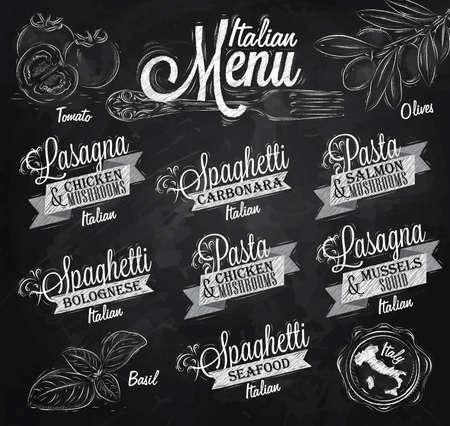 pizarron: Menú italiano los nombres de los platos de espaguetis, lasaña, pasta carbonara, boloñesa y otros ingredientes de tomate, albahaca, aceite de oliva para diseñar un menú estilizado dibujo con tiza en la pizarra