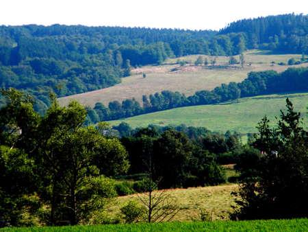 paysage agricole avec des prairies et Feilds