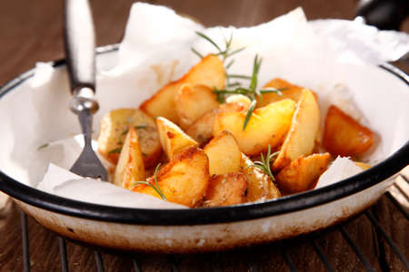 thyme: Baked potatoes with thyme