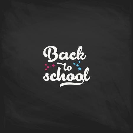 Bentornati all'etichetta della scuola su una lavagna. Sfondo di scuola. Torna al tag di vendita della scuola. Illustrazione vettoriale. Distintivi di lettere disegnate a mano. Set di emblemi di tipografia Vettoriali