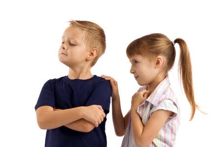 delito: conflicto entre un niño y una niña. peleas y delito Foto de archivo