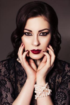 Maquiagem com vestido preto noite