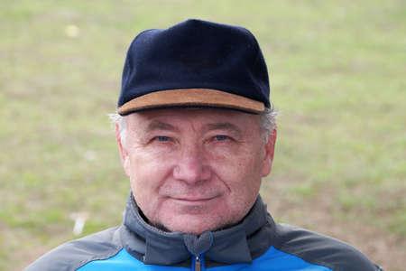 old man in cap smiling, portrait Standard-Bild