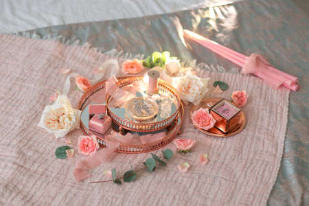 The details of the wedding morning: flowers, decorations, jewelry, ribbons, etc. 版權商用圖片 - 150729038