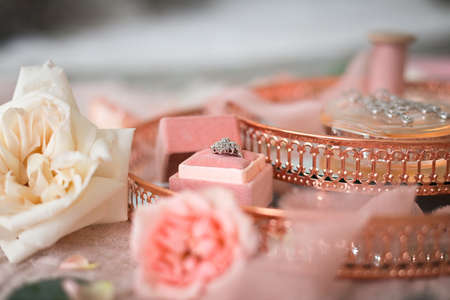 The details of the wedding morning: flowers, decorations, jewelry, ribbons, etc. 版權商用圖片 - 150729041