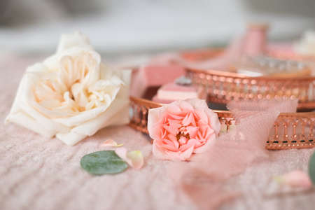 The details of the wedding morning: flowers, decorations, jewelry, ribbons, etc.