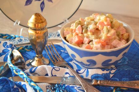 Olivier salad with boiled vegetables. Silver and gzhel style. Traditional Russian cuisine. Stockfoto - 132487723