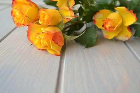Yellow Roses Bouquet on the blue wooden table. Backdrop with copy space Stockfoto