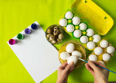 Easter background with white chicken Chicken and quail eggs in colored paper eco-friendly packaging with decorative sisal. Close-up photo, macro.  Food concept Stock Photo