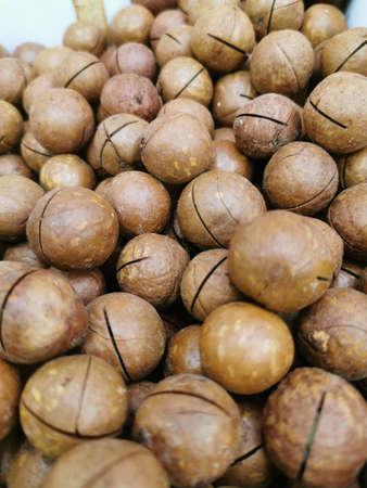 Macadamia nuts in shells, unpeeled. Close-up photo. Stockfoto