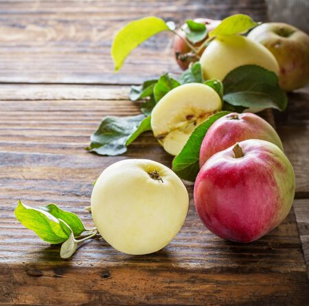 fall of the leaves: Apples on wooden background in the form of frames of different varieties. selective Focus Stock Photo