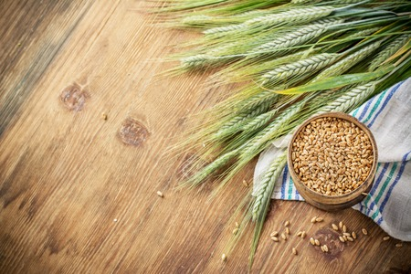 Wheat Ears on the Wooden Table. Sheaf of Wheat over Wood Background. Harvest concept 版權商用圖片 - 45808856