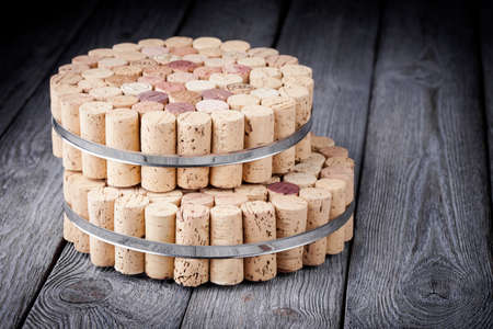 Diy beautiful homemade recycled cork protector from hot pots and pans Imagens