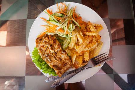le poisson frais bbq barracuda fillet.traditional khmer cuisine