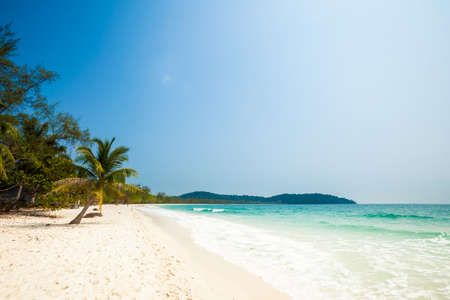 Summer seascape on tropical island Koh Rong in  Cambodia. Landscape of south east Asia. Imagens