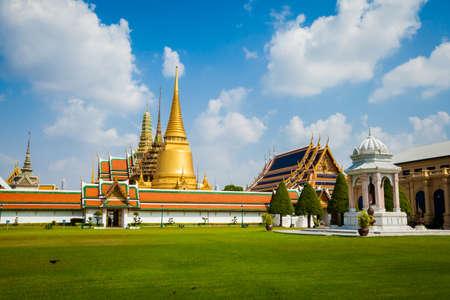in wat phra kaew: Ancient thai buddhism temple Wat Phra Kaew. Tracional  asian architecture of Bangkok.