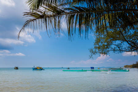 Local landscape on beautiful fishermans village and beach Ganh Dau, tropical Phu Quoc island in Vietnam. Landscape taken during sunny day with palms on blue sky. 免版税图像