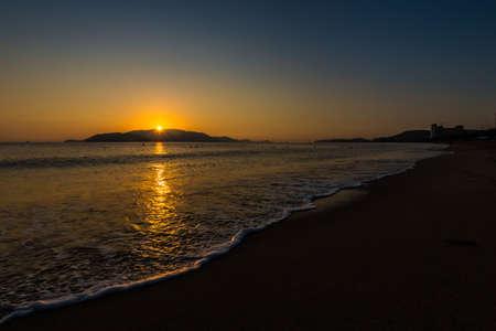 Beautiful golden sunrise on Nha Trang beach, Khanh Hoa province in Vietnam. 版權商用圖片