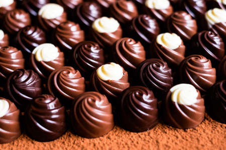Premium collection of dark, milk and white chocolate sweets, selective focus. Chocolate background. Macro food. Collection of candies. Foto de archivo - 99450421