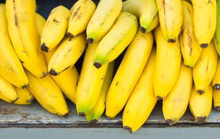 Montón de plátanos para la venta. Foto de archivo - 11240123