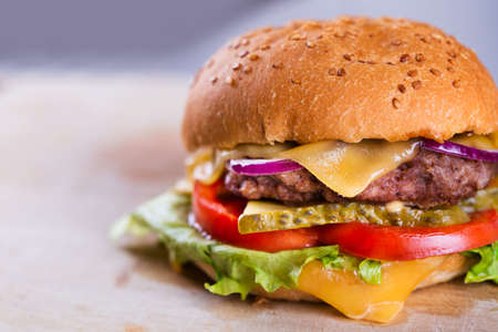 hamburguesa: Sabrosa hamburguesa casera fresca