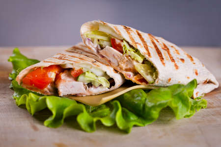 Cooking fresh home made chicken wrap tortilla Stockfoto