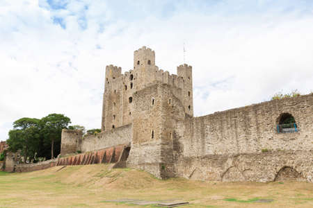old english: Ancient rochester castle in kent united kingdom england