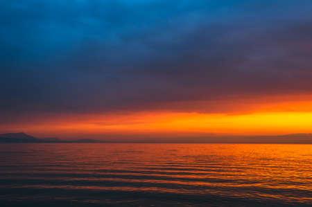 Zonsondergang over het meer, lange blootstelling Stockfoto