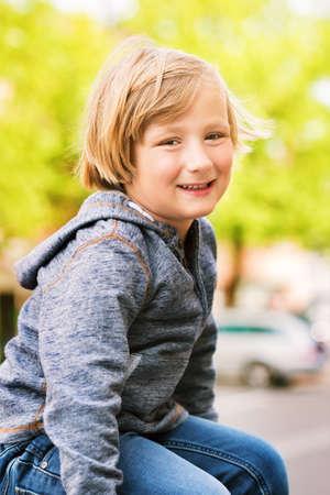 sudadera: Fashion portrait of adorable toddler boy wearing grey sweatshirt