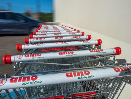 NIECHORZE, REWAL, BALTIC SEA, POLAND - 07/04/2020: DINO supermarket, trolleys standing in front of the main door, shopping, chain shop 新聞圖片