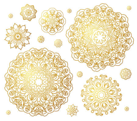 ornaments floral: Vector set of golden round patterns. Circle illustrations for design template. Elements in Eastern style. Outline floral ornaments. Mandala decor.