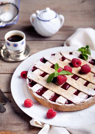 Linzer taart torte met verse frambozen