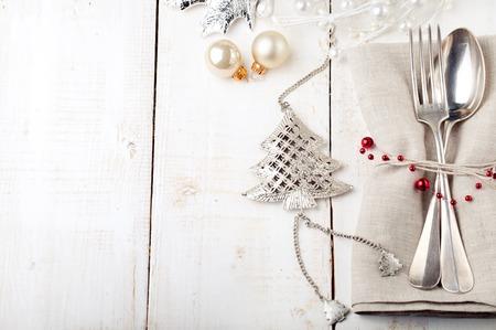 comida de navidad: Navidad y Fin de año lugar de la tabla de ajuste con decoraciones de Navidad. Espacio de la copia.