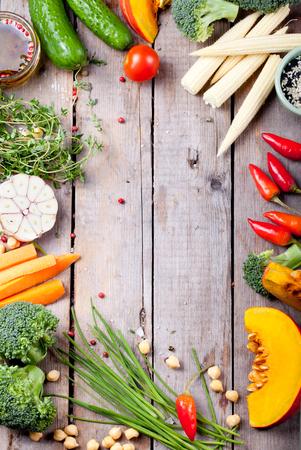 dieta saludable: Cerca de varios vegetales crudos colores Foto de archivo