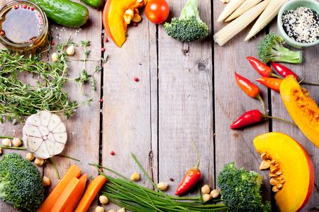 Close-up van verschillende kleurrijke rauwe groenten
