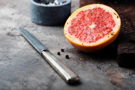 pomelo: caramelizada fresca del pomelo con el azúcar moreno y especias.