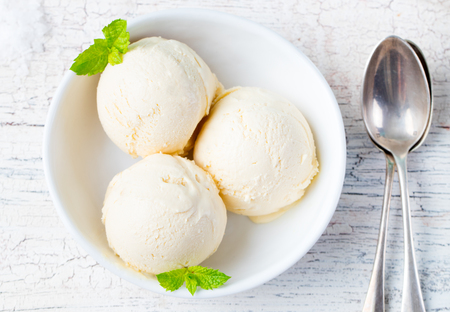 Vanilla Ice Cream with Mint in bowl Homemade Organic product Standard-Bild