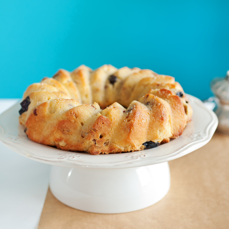pound cake: Cake Kouglof on a white plate. Turquoise background. Traditional dessert. Stock Photo