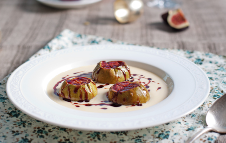 cardamon: Roasted figs with porto caramel and with cardamon,vanilla custard on a textile background Selective focus