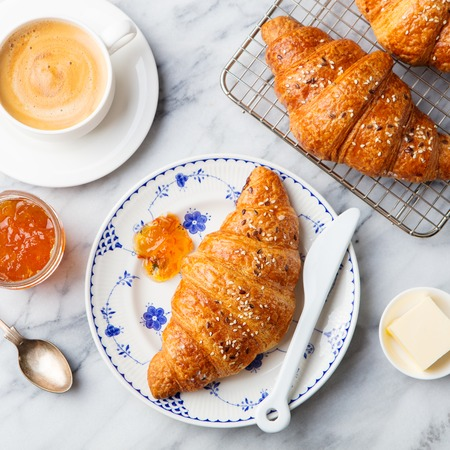 Croissant with coffee, jam and butter. Continental breakfast concept. Top view. Standard-Bild - 95966775