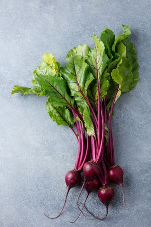 Beet, beetroot bunch on grey stone background. Copy space. Top view. Zdjęcie Seryjne - 107471268