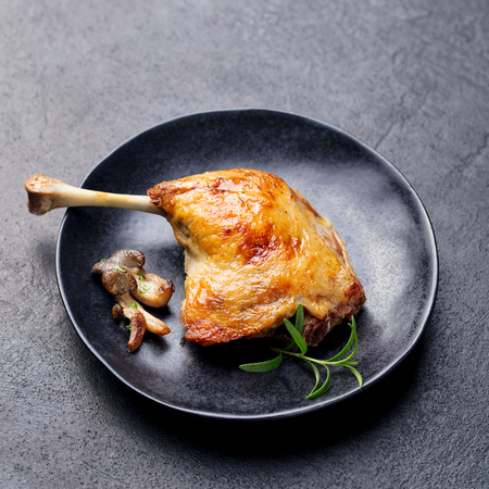 Duck legs confit with mushroom sauce. Top view Stok Fotoğraf - 107500456
