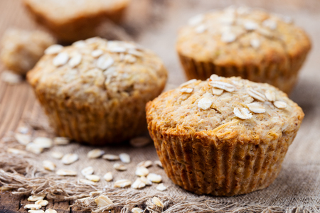 Healthy vegan oat muffins, apple and banana cakes on a wooden background. Copy space. 스톡 콘텐츠