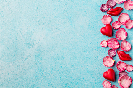 Chocolate heart and lips shaped candies with rose candied sugared petals. Stockfoto