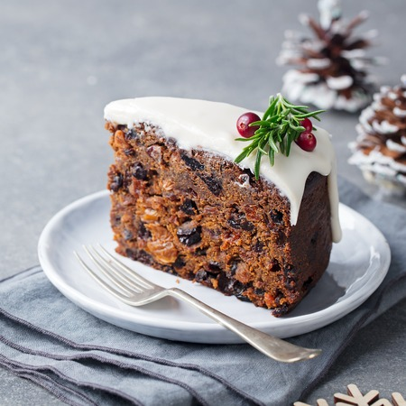 Christmas fruit cake, pudding on white plate. Traditional New Year dessert. Close up. Stockfoto