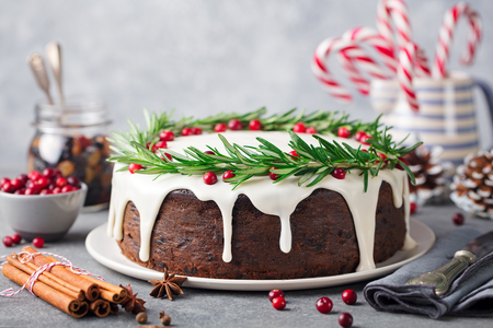 Christmas fruit cake, pudding on white plate. Copy space. Archivio Fotografico