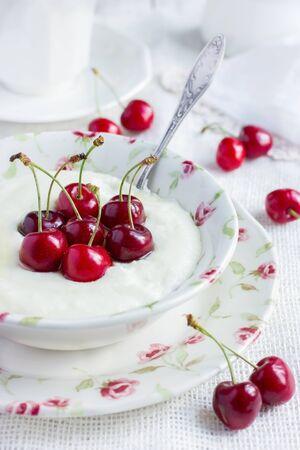 semolina: semolina porridge with cherry