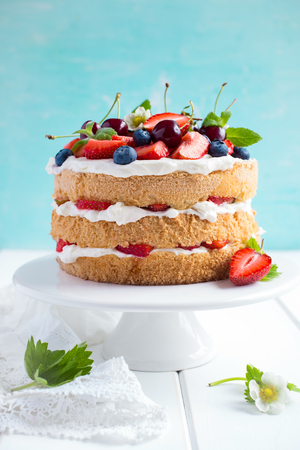 selective focus: summer sponge cake with vanilla cream and fresh berries. Selective focus Stock Photo