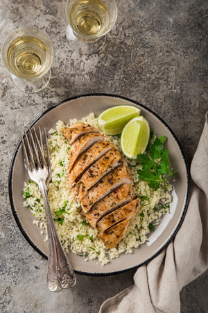 grilled chicken breast with herb couscous, top view Zdjęcie Seryjne