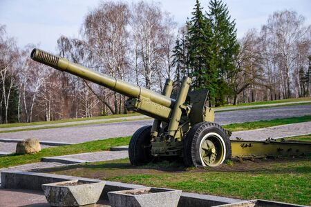 Artillery, green gun, artillery cannon gun ordnance for soldier warrior in the world war in the park, anti-tank guns during the Second world war obsolete gun Foto de archivo